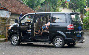 Stillen im Auto auf Bali
