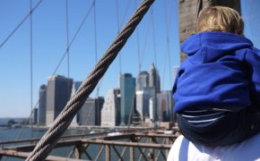 Mit Papa auf der Brooklyn Bridge