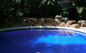 Täglich mehrmals wird der Pool zur Abkühlung genutzt