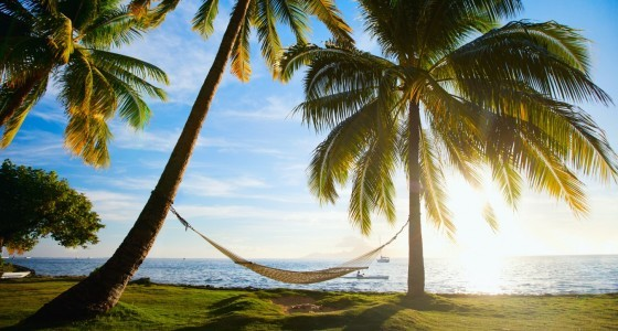 Dieses Ticket ist für alle Inselkinder: Bali, Tahiti, Neukaledonien… Und wem es irgendwann zu klein wird, der kann zwischendurch noch die Weiten Australiens, Neuseelands und Kaliforniens erkunden.
